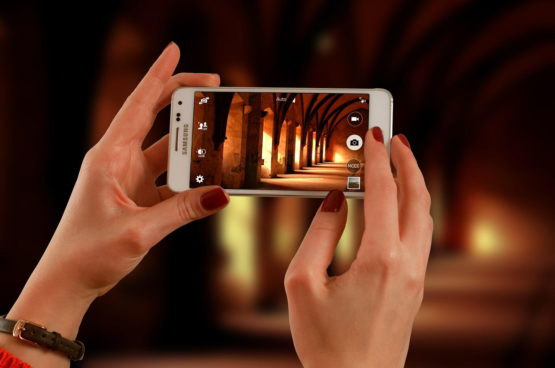 Prêt à commencer votre voyage? - prendre une photo avec smartphone